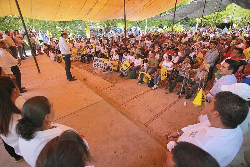 Toño García indicó que es necesario impulsar un programa de modernización ganadera y agrícola, para que se puedan buscar líneas de comercialización con nuevos mercados