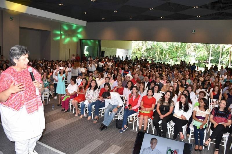 Hilda Flores Escalera, presidenta nacional del ONMPRI, coincidió en reprobar la violencia política en contra de las mujeres, pero además dijo que el PRI es el único partido a nivel nacional que cuenta con un protocolo de atención en estos casos