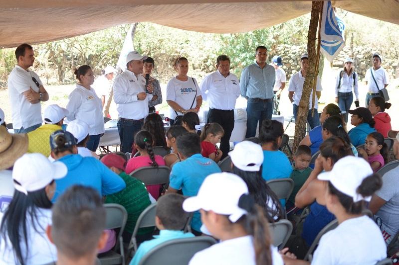 Las zonas rurales fueron abandonadas por la autoridad municipal, requieren de servicios básicos como agua y drenaje: Carlos Quintana