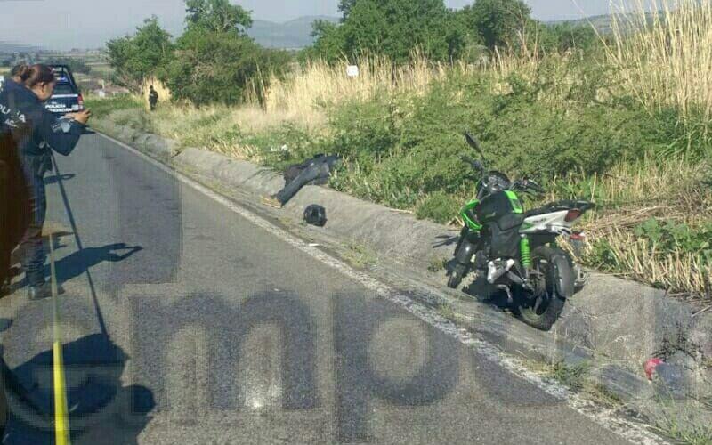 Fuentes indicaron que minutos después de las 09:00 horas alertaron a las autoridades que sobre la carretera La Piedad - Zamora entre las comunidades de Los Guajes y El Algodonal se encontraba una persona baleada
