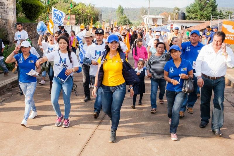 Macarena Chávez agradeció la confianza y el respaldo de sus paisanos, en esta campaña de cercanía, de entusiasmo y de trabajo en conjunto, lograremos proyectos que beneficiarán a todos los lagunillenses en el corto plazo