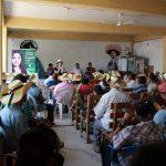Xóchitl Ruiz, tras escuchar planteamientos específicos de los ejidatarios locales, se comprometió a trabajar por el fortalecimiento del campo en Michoacán y avanzar fuerte y con futuro en darle valor agregado a la materia prima