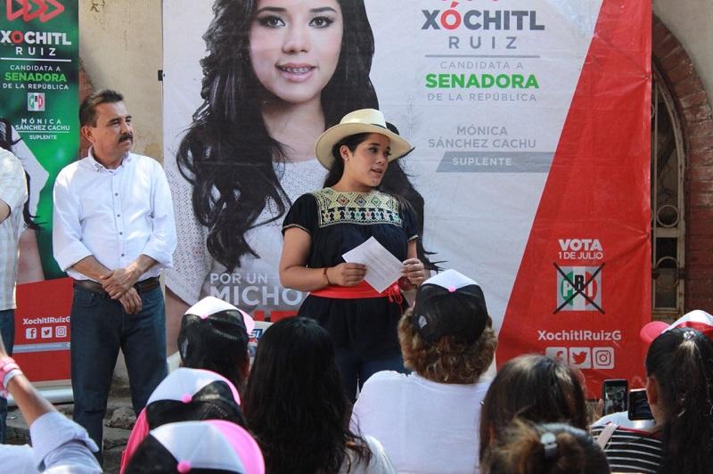 Ante el intento de militantes de otros partidos por boicotear el evento, la candidata Xóchitl Ruiz, hizo un llamado a los priistas a no caer en provocaciones