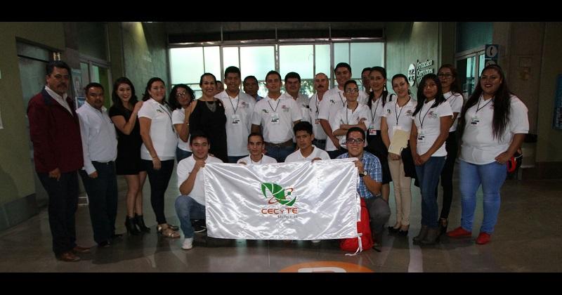 La directora general del CECyTEM, Carmen Escobedo, también estuvo presente en el acto inaugural acompañando a la delegación michoacana, a cuyos integrantes reconoció por su talento y creatividad