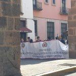 En una parada fuera de la sede del Poder Legislativo, el líder del SUEUM, Eduardo Tena Flores, expresó que la lucha de los nicolaitas es por el respeto a la figura de la Centenaria Institución que a lo largo de su historia ha formado a miles y miles de profesionistas