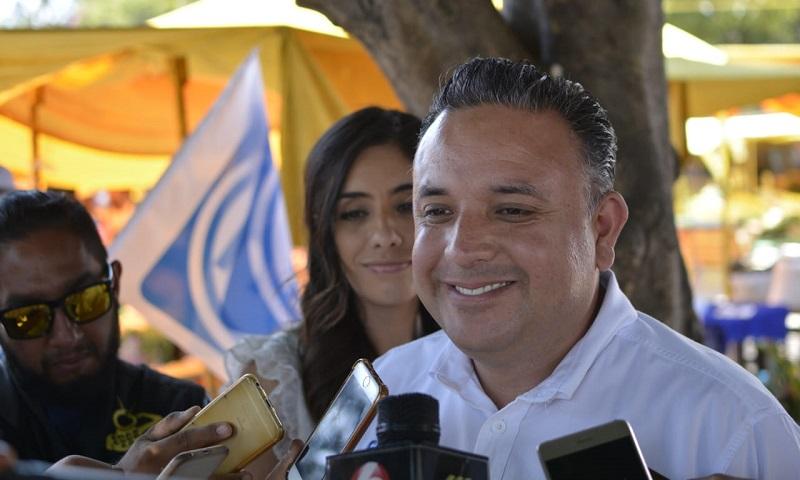 Alfonso Martínez está desesperado, porque no le salió un negocio más y porque se está cayendo en las encuestas y no está levantando