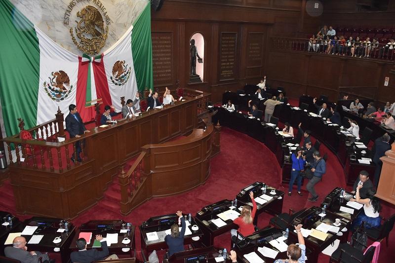 El dictamen presentado por la Comisión de Puntos Constitucionales, reforma los artículos 84 y 6°, respectivamente de las leyes en mención