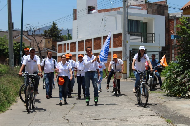 A pie, en bicicleta o patines el aspirante a diputado local por el Distrito XVI Morelia se gana día con día la confianza y respaldo de la ciudadanía