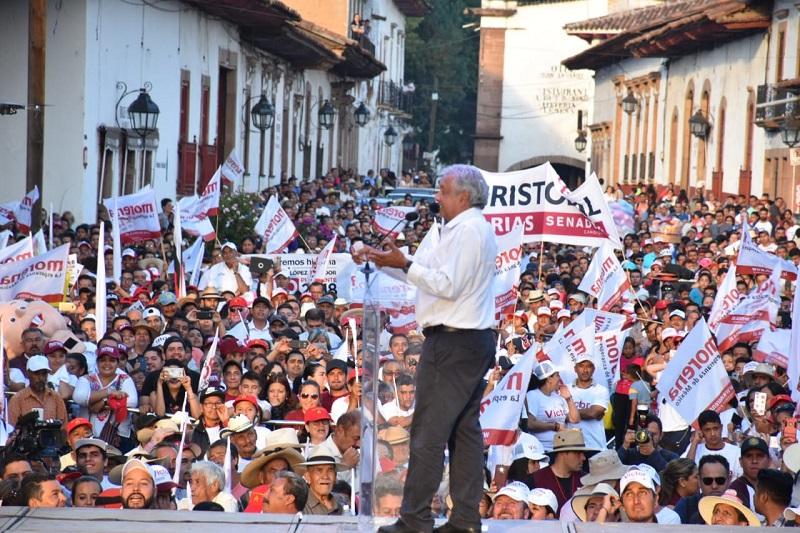 En su gira por Michoacán y Guanajuato, López Obrador recomendó a los militantes a que cuiden a su partido, Morena, y eviten que se pervierta su mecanismo de selección de candidatos, vía encuestas y no por decisión de dirigencias