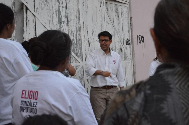 González Farías lamentó que durante la actual administración independiente de Morelia el costo del predial se haya aumentado hasta en un 300%, por lo que comprometió su palabra para revisar este tema