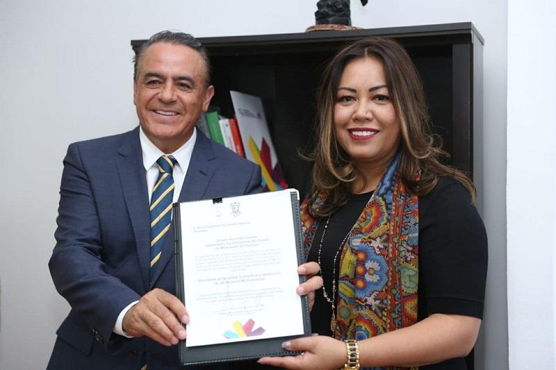 Sigala Páez reconoció a Nuria Gabriela Hernández como una persona dedicada en tiempo completo a la dignificación y empoderamiento de este sector de la población
