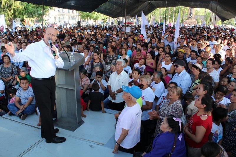Poco antes de la hora programada para su arribo, a las 18 horas, el cuatro veces alcalde de Morelia llegó a una Plaza Morelos repleta