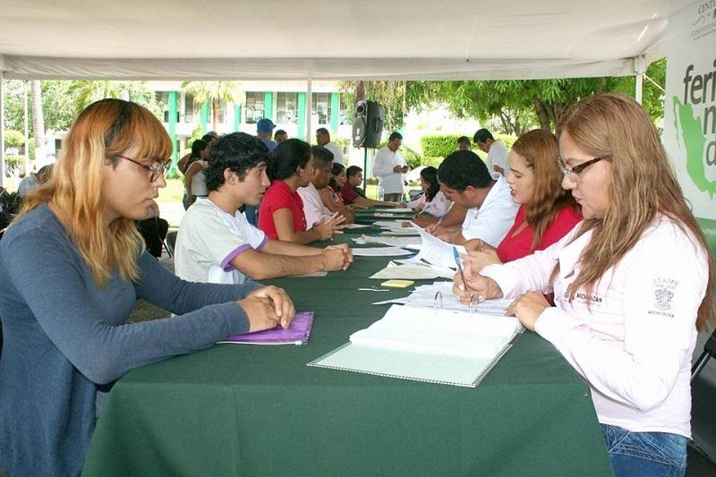 El titular del SNE invitó a los buscadores y buscadoras de empleo a que visiten el portal www.empleo.gob.mx, donde encontrarán ofertas nacionales y locales para todos los perfiles laborales