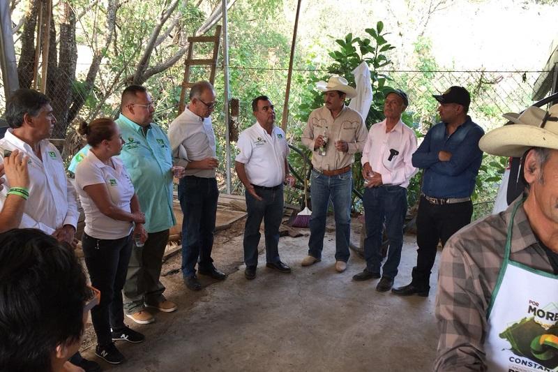 Los productores mezcaleros reconocieron el apoyo que siempre obtuvieron de Chavo López, durante sus dos administraciones y aplaudieron que ahora forme parte del equipo de Constantino Ortiz