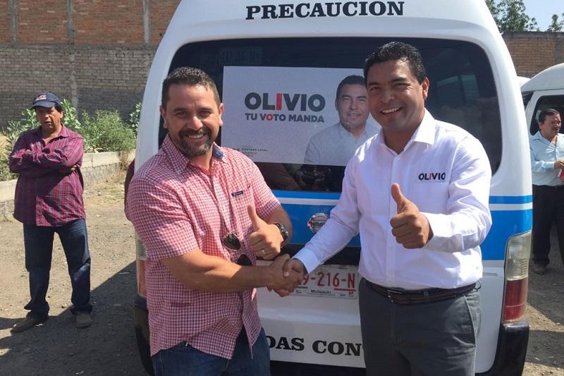 Olivio López realizó un recorrido por la colonia Satélite ubicada en sector noreste de la capital michoacana, donde comprometió trabajar en conjunto con la ciudadanía para fortalecer sus espacios de vivienda y trabajo