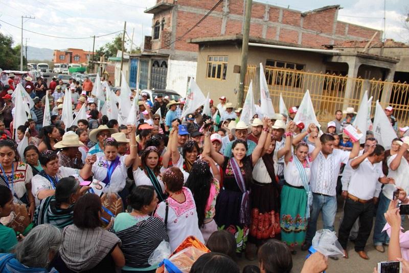 Xóchitl Ruiz se comprometió a impulsar desde el senado acciones que permitan a nuestras comunidades indígenas, mayores garantías de desarrollo; fomento a la cultura y una mejor seguridad