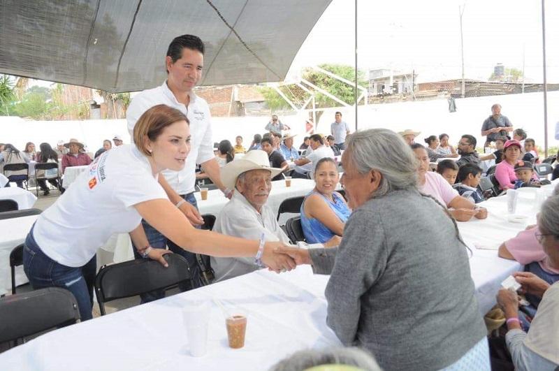 De manera sencilla y respetuosa, Iván Pérez Negrón pide el voto a los morelianos