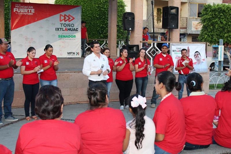 Con el reconocimiento a los industriales agrícolas y ganaderos, refiere que la Iniciativa Privada y el sector Laboral también son importantes para el impulso y el desarrollo de Michoacán