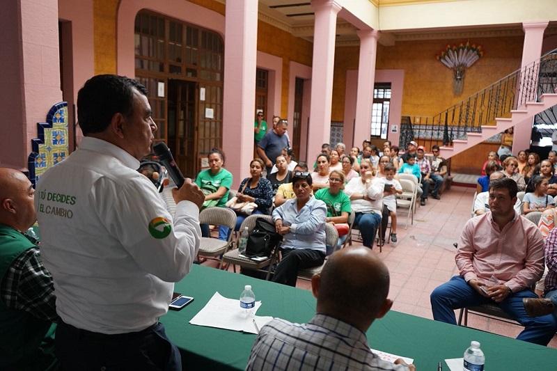 Constantino Ortiz se comprometió a impulsar la educación con valores pedagógicos y tecnológicos que demanda la sociedad