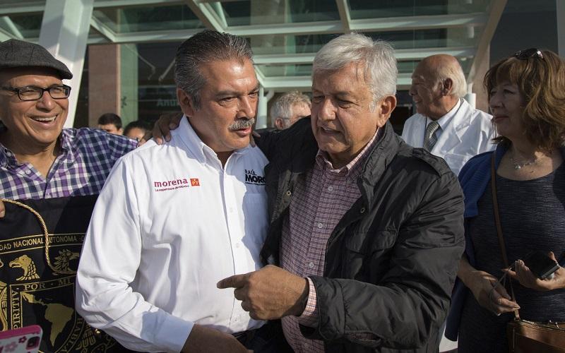 Los proyectos fueron tratados en un encuentro que sostuvieron ambos candidatos en el Aeropuerto de Morelia, donde López Obrador recibió los planteamientos hechos por Morón Orozco