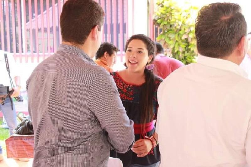 Antes la candidata senatorial también se había reunido con militantes partidistas y ciudadanos en distintas zonas del municipio