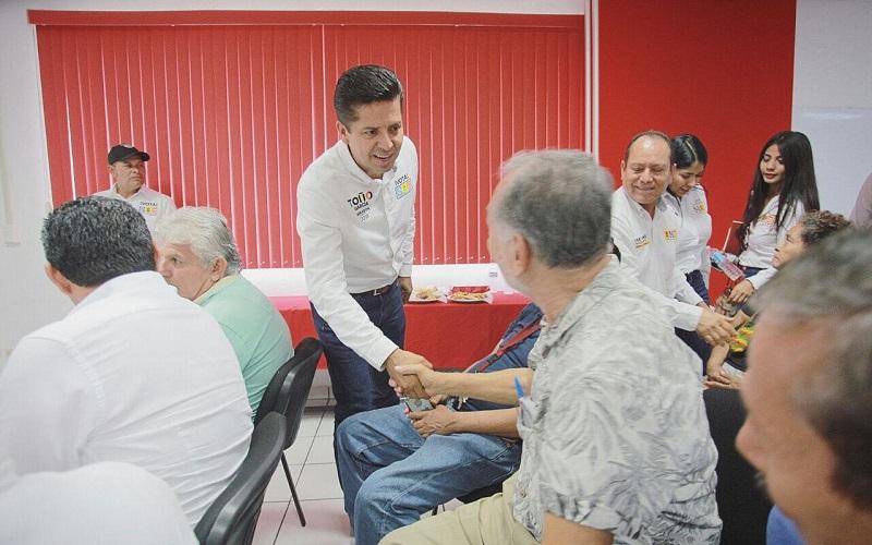 Ante los miembros de la Cámara Mexicana de la Industria de la Construcción (CMIC), delegación Lázaro Cárdenas, reiteró la necesidad de bajar recursos para que se mejore la infraestructura de la ciudad