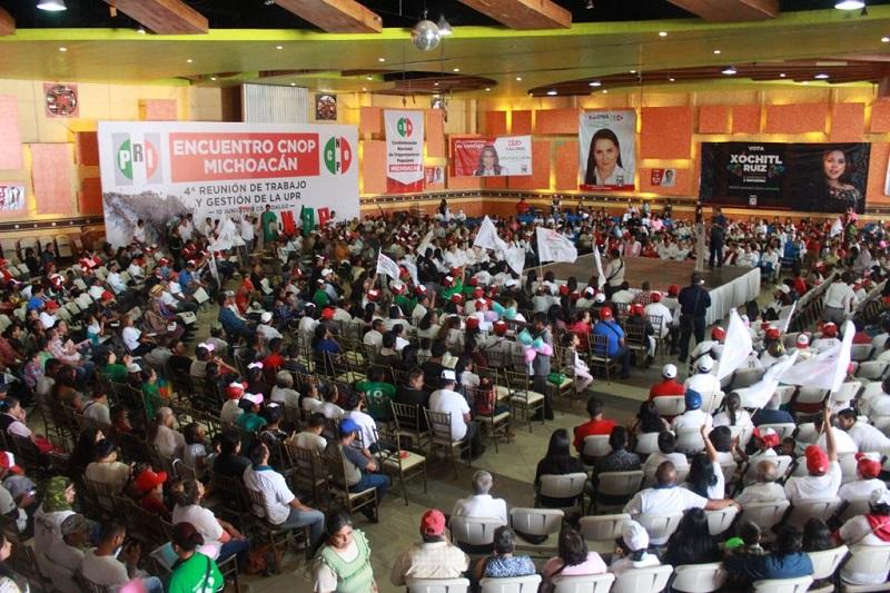 Durante un encuentro multitudinario con miembros de la CNOP, la candidata senatorial,  acompañada por el líder nacional cenopista, Arturo Zamora, dijo que aquí el priismo trabaja unido