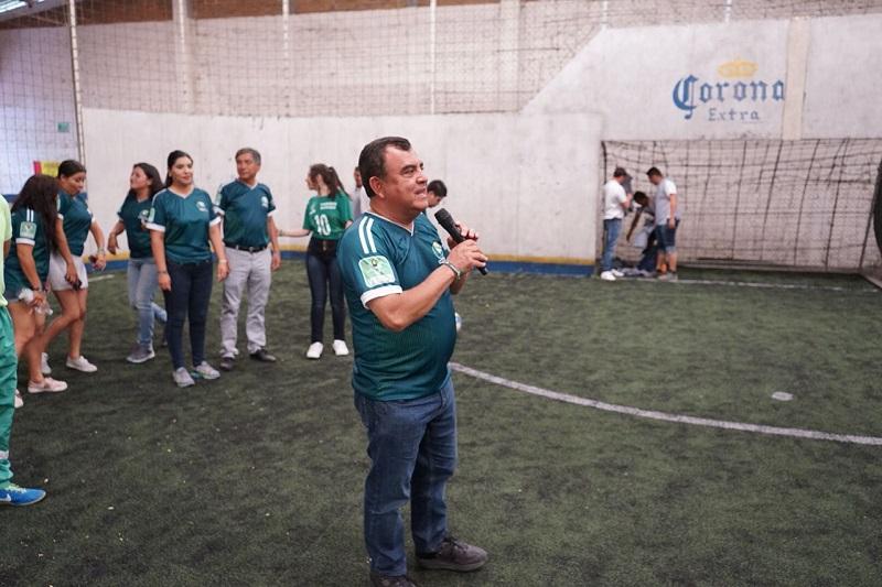 Constantino Ortiz compartió la iniciativa de rescatar las canchas y espacios públicos de esparcimiento que se encuentran destruidos, para que puedan ser aprovechados por todos los integrantes de las familias