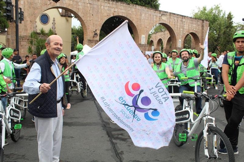 Reconoce 'Bicivilízate' labor de Fausto Vallejo en esta materia, así como el apoyo a ciclistas y peatones