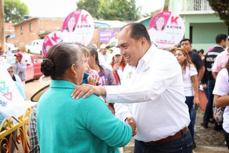 Lo anterior en el marco de su gira de trabajo conjunta con la candidata a la presidencia municipal, Daniela de los Santos Torres y la candidata a la diputación local, Kathia Ortiz
