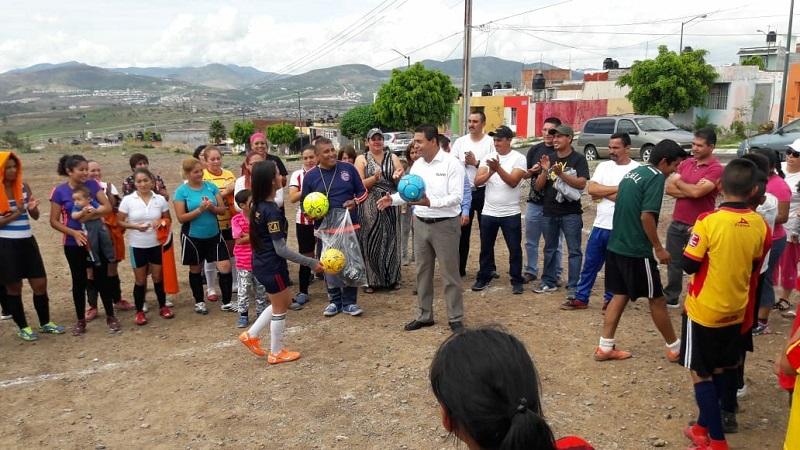 """""""Estoy convencido que la educación y el deporte en conjunto permitirán que los jóvenes puedan enfocarse en otros temas y los alejen de actividades ilícitas"""", señaló López Mújica"""