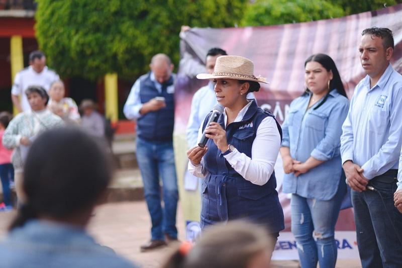 Al recorrer Irimbo y sus comunidades, la candidata al Senado solicitó el voto lineal para el Partido Acción Nacional