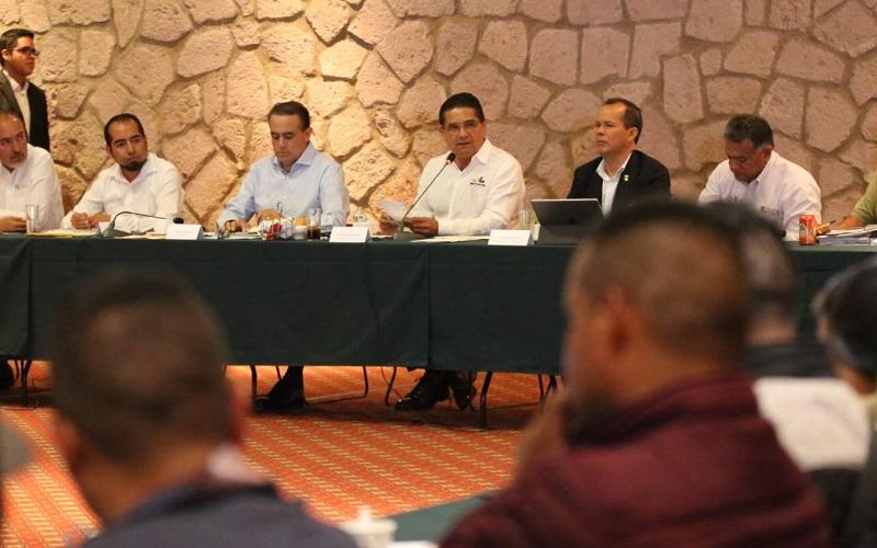Informó que se han establecido diversas reuniones de trabajo donde, en conjunto con integrantes del Gabinete Legal y Ampliado, se busca la solución a los planteamientos