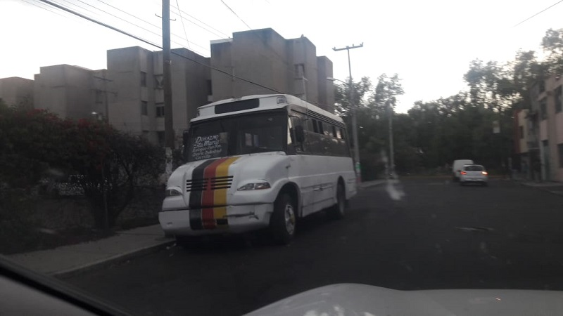 La situación es permitida por la Cocotra, que no sanciona a los camiones a pesar de saber que están incurriendo en una irregularidad y que ponen en grave peligro a muchos de sus pasajeros