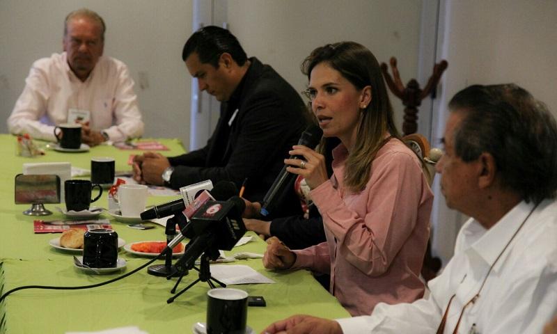 Daniela de los Santos aseguró que los funcionarios que integren el gabinete municipal deberán tener como prioridad la atención a los ciudadanos