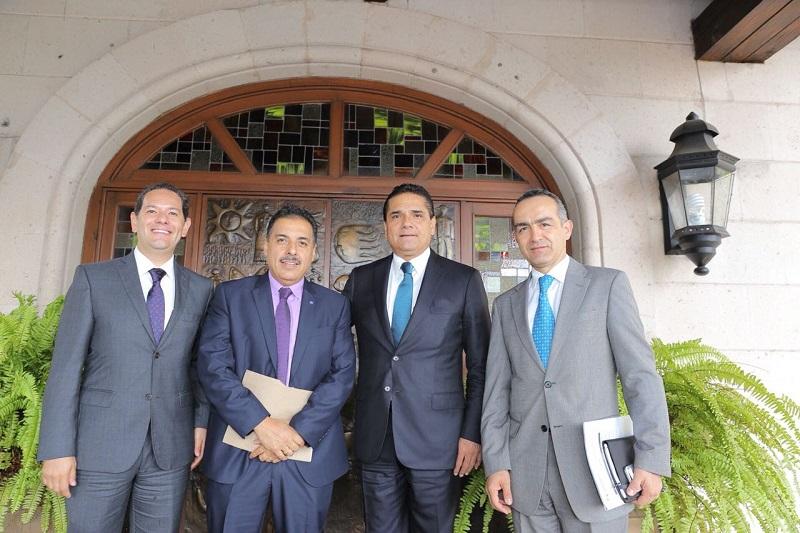 En este encuentro también estuvieron presentes el secretario de Desarrollo Económico, Jesús Melgoza Velázquez y el jefe de la Oficina del Despacho del Gobernador, Erick López Barriga
