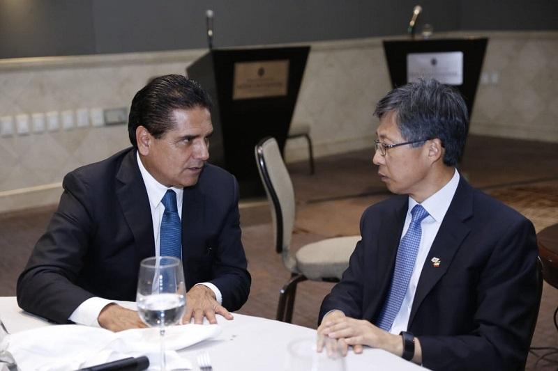 Invita a que aterricen inversiones a la entidad, que ahora cuenta con una de las ZEE más importantes de México
