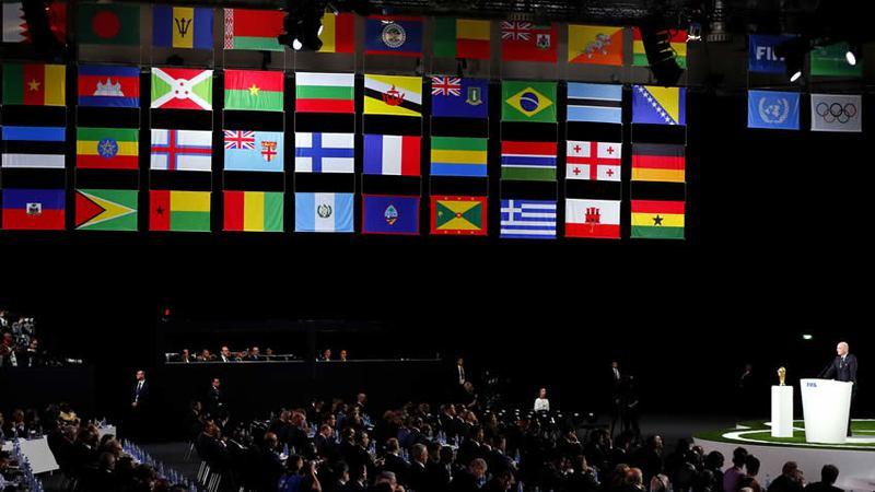 Canadá y México tendrán tres estadios cada uno para recibir 10 partidos por país. Los otros 60 encuentros serán en Estados Unidos, incluyendo todos después de los Cuartos de Final.