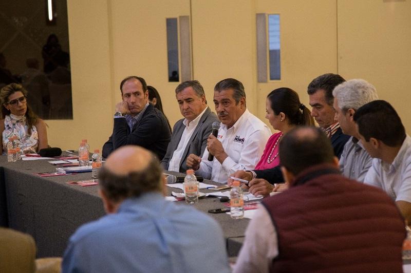 Morón Orozco explicó que la política económica de su proyecto de gobierno está diseñada con una perspectiva incluyente, donde los inversionistas tendrán participación activa en la construcción de estrategias para el desarrollo económico que tanto requiere el municipio