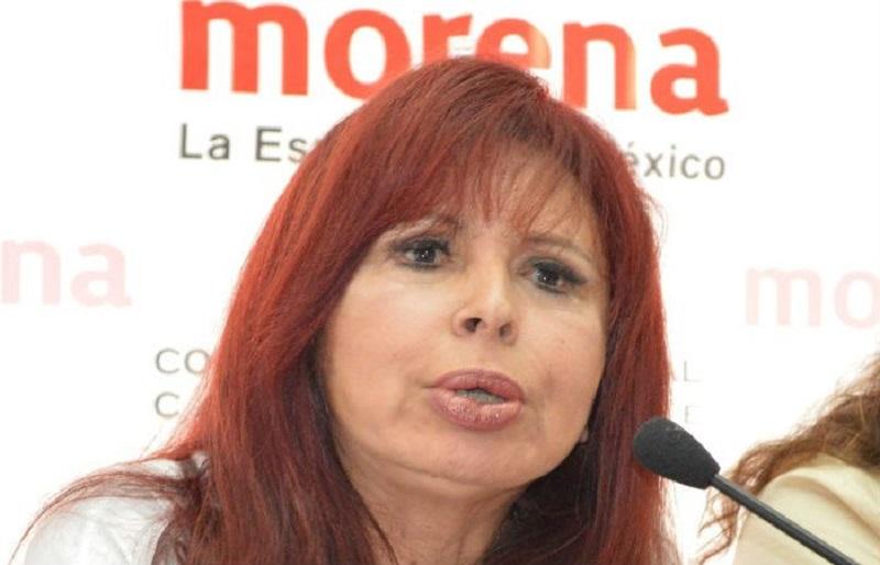 La senadora Layda Sansores se mandó a confeccionar, con la diseñadora de modas, Carmen Rión, un vestido y una mascada de seda con la cara de los 43 normalistas desaparecidos de Ayotzinapa; también, un saco y un rebozo. Por las cuatro prendas se pagaron 22 mil 185 pesos.