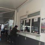 Los poseedores de autobuses, camiones, camionetas, automóviles y pipas particulares, pagarán 869 pesos mientras que los dueños de motocicletas, tendrán que pagar 280 pesos por el engomado 2018