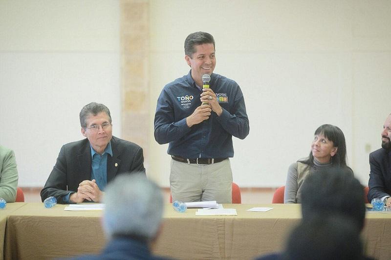 Antonio García Conejo refirió que impulsará dentro de la legislatura que la Casa de Hidalgo sea jurídicamente considerada como universidad regional, para que acceda a más programas federales y obtenga el recurso necesario para su administración