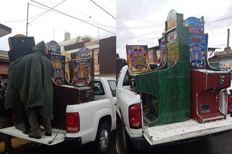 Las máquinas tragamonedas fueron aseguradas y puestas a disposición del Fiscal de la Federación por efectivos de la Agencia de Investigación Criminal, en Uruapan