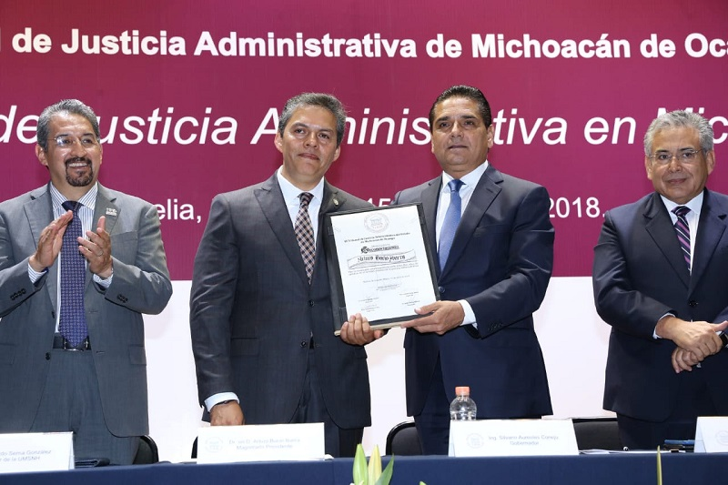 Aureoles Conejo presidió la entrega de reconocimientos a quienes pertenecen al Tribunal desde 2008, año de su conformación