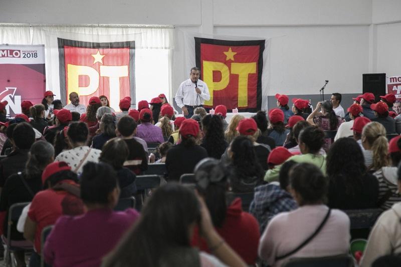 """""""En las políticas públicas de desarrollo económico y social le daremos prioridad a los productores y prestadores de servicios locales para consolidar la economía de Morelia"""", enfatizó Raúl Morón"""