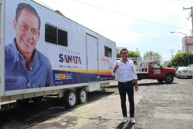 """""""Estamos seguros que las unidades móviles de atención serán de gran ayuda para escuchar y atender aquellos problemas que tanto lastiman y preocupan a sus habitantes"""": Jonathan Sanata"""