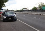En la región Apatzingán, luego de un despliegue operativo fue desarticulado un grupo criminal, al detener a 11 civiles, asegurándoles 10 armas largas, cargadores y más de 300 cartuchos útiles, así como 14 vehículos
