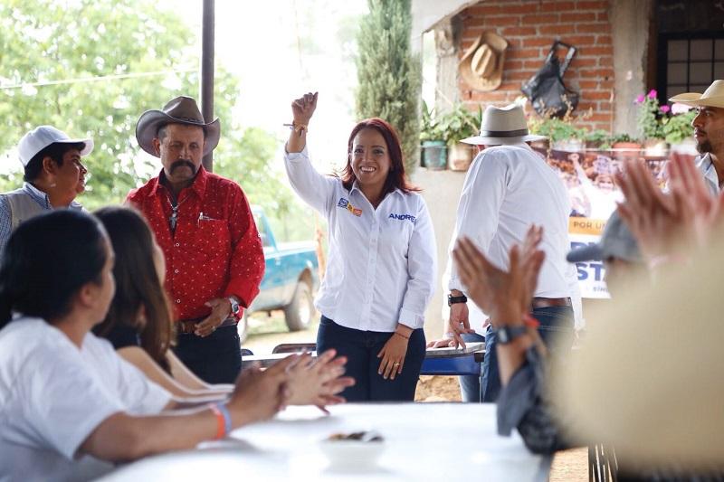 Villanueva Cano refrendó su compromiso de legislar para la creación del Instituto de Incubación de Empresas, un organismo para que los jóvenes michoacanos del nivel medio superior y superior, puedan crear nuevas pequeñas y medianas empresas