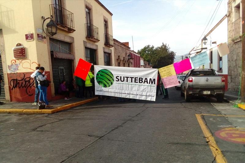 Silviano Paredes Correa, Secretario General del gremio, señaló que a pesar de que en varias ocasiones le han pedido al Gobierno del Estado y a la Dirección General que atiendan el caso del incremento salarial, no han obtenido respuesta a sus demandas