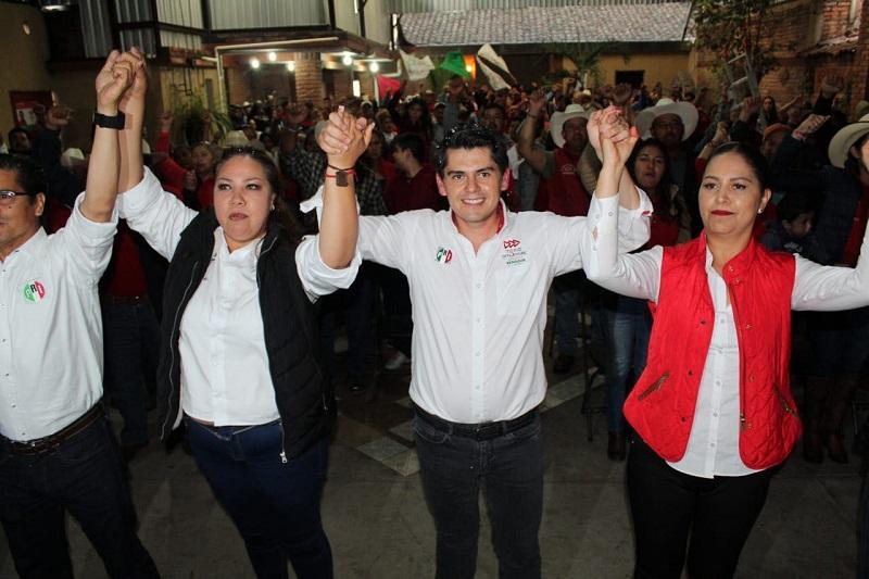 En su mensaje el abanderado tricolor para representar a los michoacanos en el Senado de la República, lamentó la indiferencia de las autoridades estatales para dar atención por igual a todos y cada uno de los 113 municipios que integran la entidad michoacana